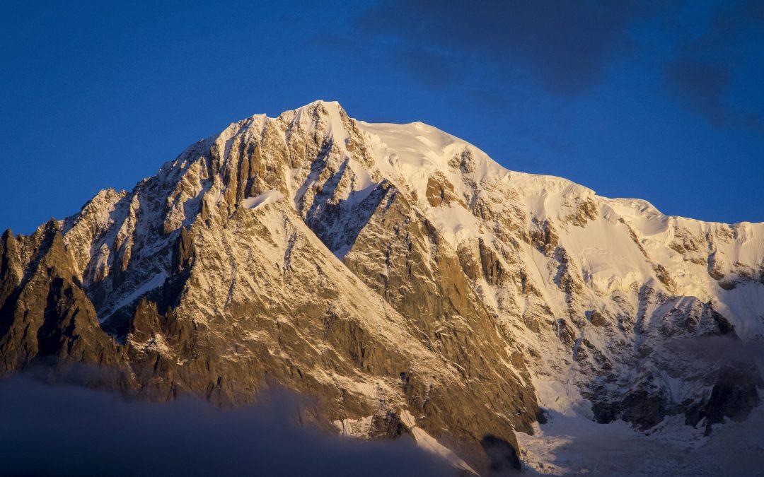 Al piè del gigante de l'Alpi